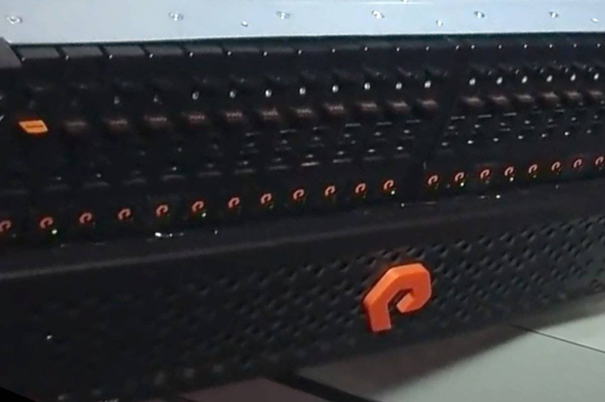 PureStorage Logo on Flash Array 1