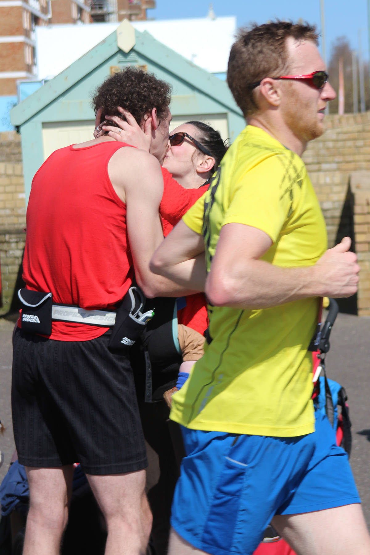marathon runner proposes in Brighton Marathon 2015