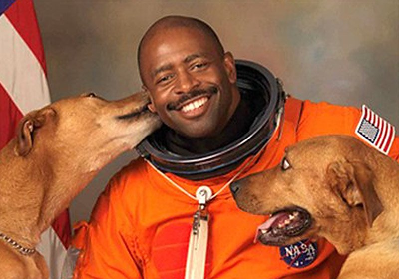 nasa-astronaut-leland-d-melvin-with-dogs-jake-and-scout2