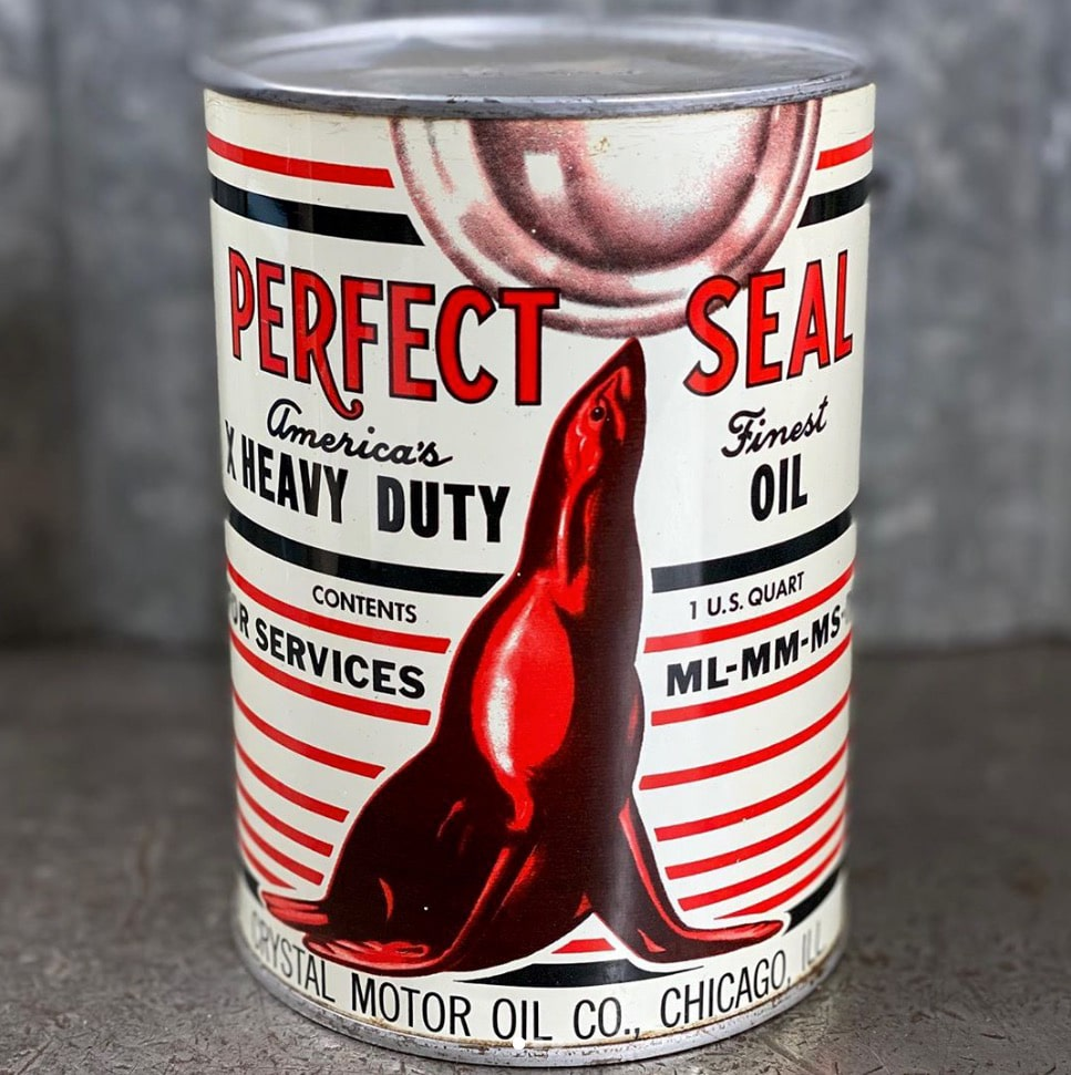 US Vintage Motor Oil CansUS Vintage Motor Oil Cans